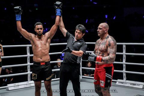 [Nieuws] Ibrahim El Bouni verslaat Andre Meunier via KO
